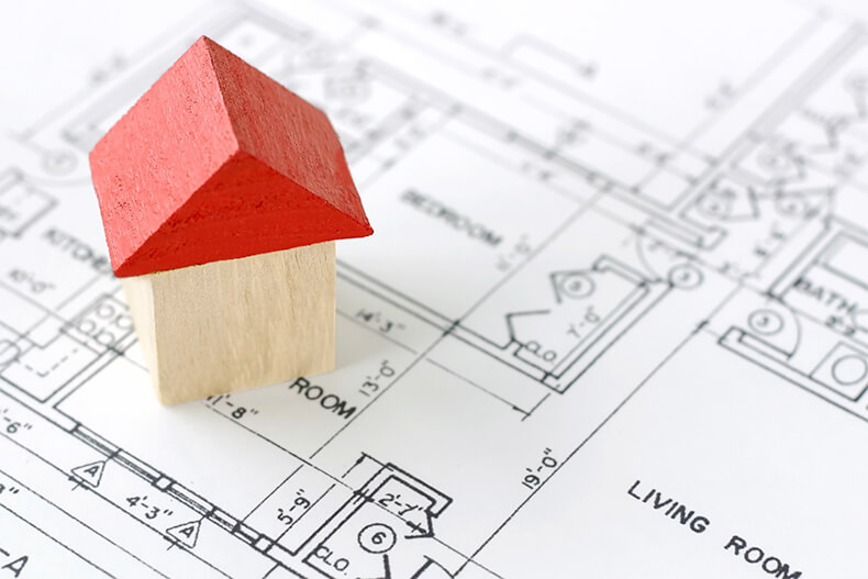 家の設計図と家の模型